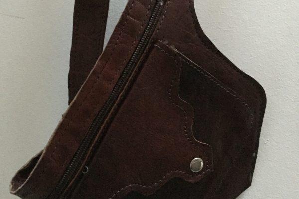 bolso-cinturon-out89-cuero-detalle