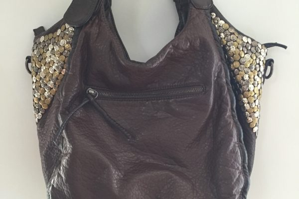 bolso-outlet72-piel-tachas
